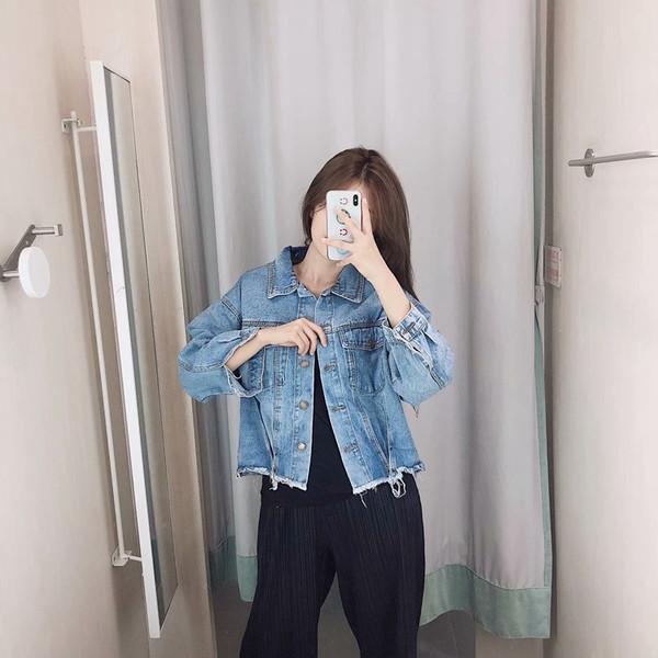 Γυναικείο κοντό τζιν μπουφάν σε μπλε χρώμα