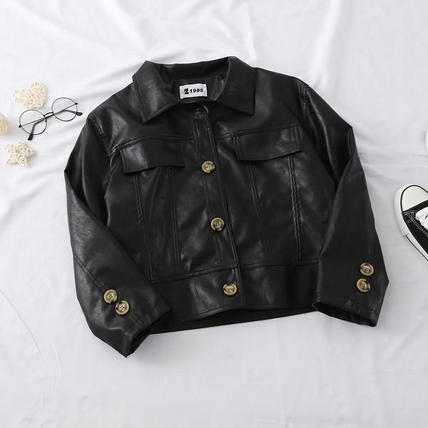 Καθημερινό  γυναικείο μπουφάν από οικολογικό δέρμα με κουμπιά σε μαύρο και άσπρο χρώμα