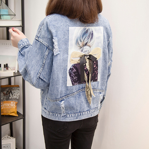 Μοντέρνο γυναικείο μπουφάν με αποχρώσεις μπλε χρώματος