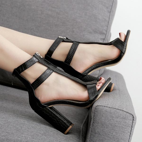 Модерни дамски сандали с цип и дебел ток в черен цвят