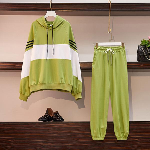 Спортен дамски екип от две части в черен и зелен цвят с размери до 4XL