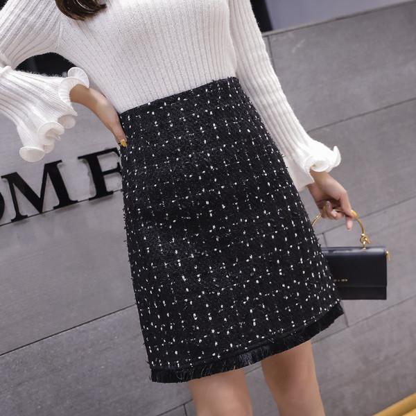 Модерна дамска пола в черен цвят - прав модел