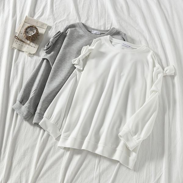 Модерна дамска блуза с панделки в сив и бял цвят