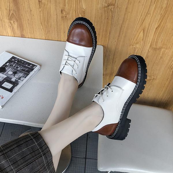 Нов модел ежедневни дамски обувки от еко кожа в черен и бял цвят