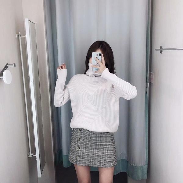 Плътен дамски пуловер с поло яка и дълъг ръкав в три цвята