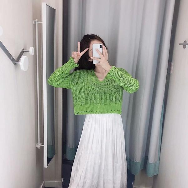 Къс дамски пуловер с шпиц деколте и дълъг ръкав - четири цвята