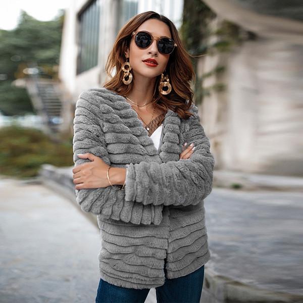 Елегантно дамско палто без закопчаване в сив цвят