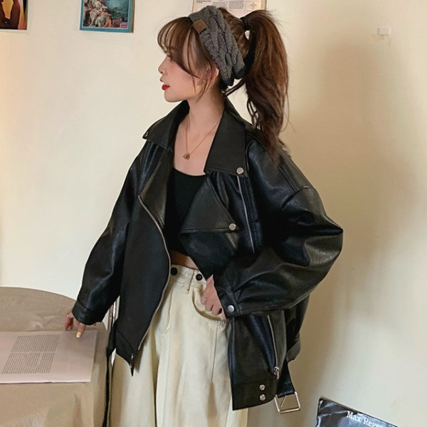 Φαρδύ μοντέλο γυναικείο έκο δερμάτινο μπουφάν σε μαύρο χρώμα