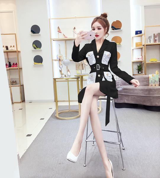 Тънко палто в бял и черен цвят с пайети по джобовете