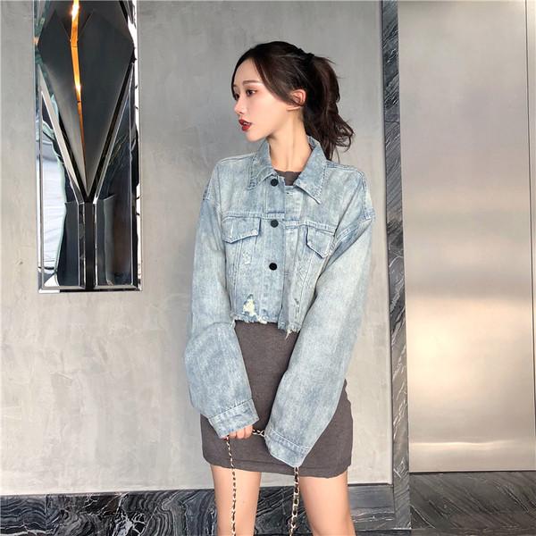 Κοντό τζιν μπουφάν σε μπλε χρώμα με μακρύ μανίκι φαρδύ μοντέλο