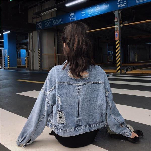 Γυναικείο τζιν μπουφάν σε μπλε χρώμα- φαρδύ μοντέλο