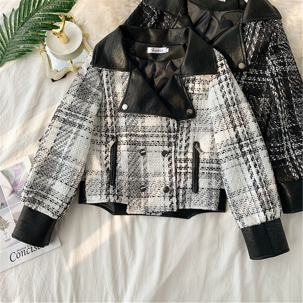 Μοντέρνο  γυναικεία μπουφάν  με τσέπες σε μαύρο και άσπρο χρώμα