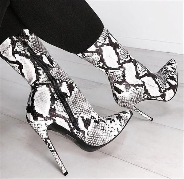 Σύγχρονες γυναικείες μπότες με ψηλό τακούνι με κορδόνια με ζωικό τύπωμα