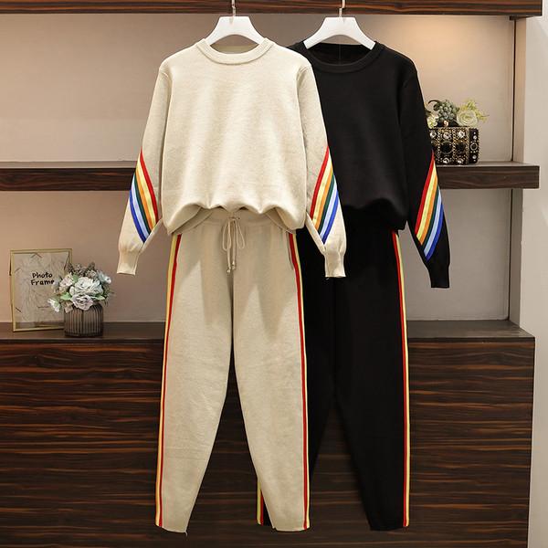 Спортно-ежедневен дамски комплект от две части с цветни кантове