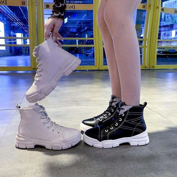 Καθημερινές μπότες σε μπεζ και μαύρο χρώμααπό  από έκο δέρμα με κορδόνια