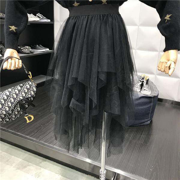 Μοντέρνα γυναικεία φούστα με τούλι σε μαύρο και μπεζ χρώαμ