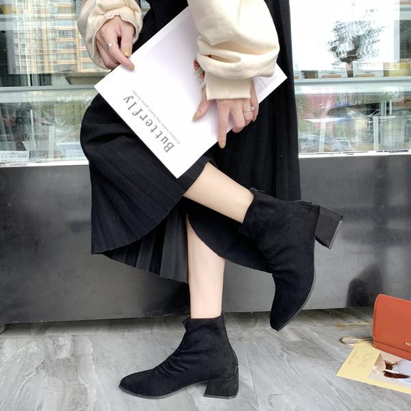 Νέο μοντέλο κομψές γυναικείες μπότες σε μαύρο και καφέ χρώμα