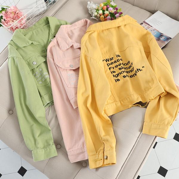 Γυναικείο μπουφάν  για το φθινόπωρο με τσέπες και επιγραφές σε διάφορα χρώματα