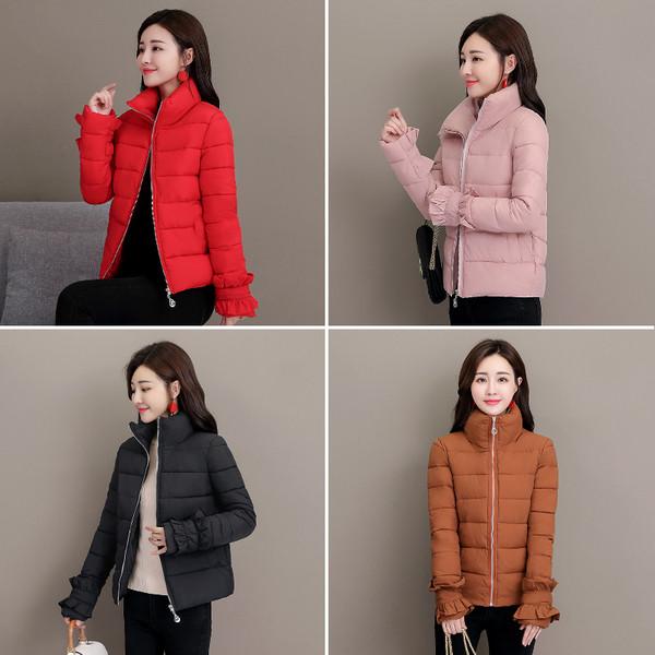 Μοντέρνο χειμερινόγυναικείο μπουφάν με ψηλό γιακά σε διάφορα χρώματα