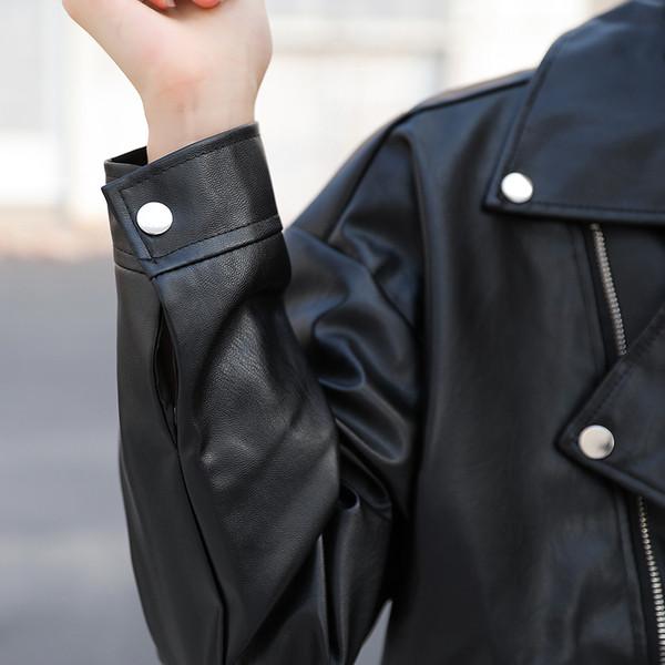 Μοντέρνο γυναικείο έκο δερμάτινο μπουφάν με φερμουάρ σε μαύρο χρώμα