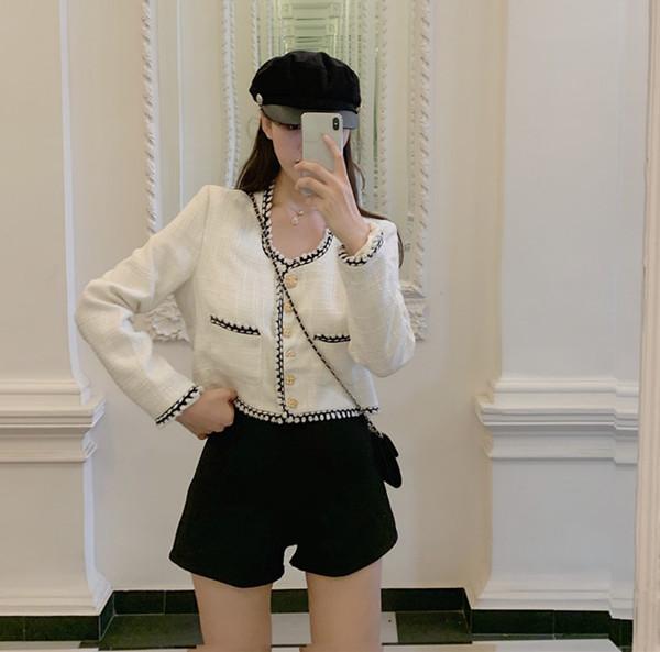 Σύντομο μπουφάν για  άνοιξη-φθινόπωρο με κουμπιά και τσέπες σε λευκό χρώμα