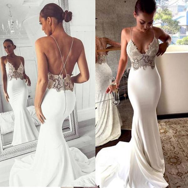 Елегантна дамска рокля с тънки презрамки в бял цвят