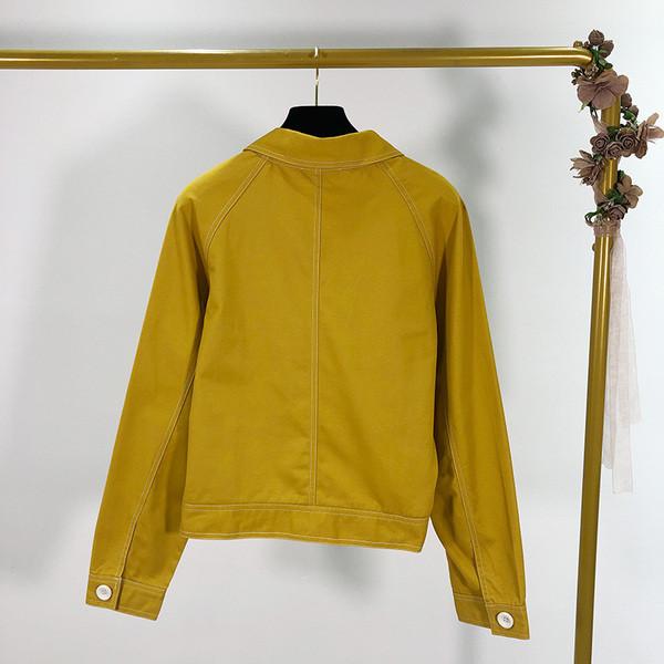 Κοντό γυναικείο μπουφάν  με κουμπιά για την άνοιξη και το φθινόπωρο