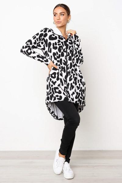 Νέο γυναικείο μπουφάν φθινοπωρινό μοντέλο με φερμουάρ και κουκούλα με ζωικό πριντ