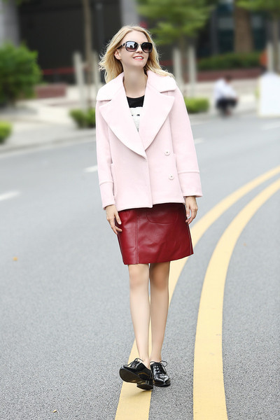 Модерно дамско палто с джоб в розов цвят