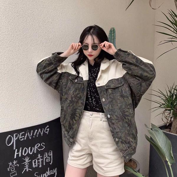 Ευρύ μοντέλο γυναικείο μπουφάν με κουμπιά και τσέπες