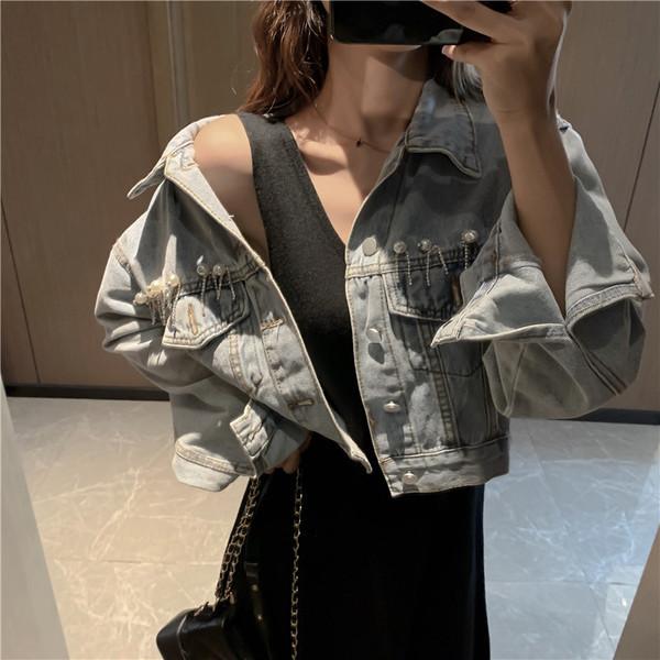 Κομψό γυναικείο κοντό τζιν μπουφάν με δαντέλα με διακοσμητικές πέρλες