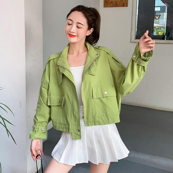 Μοντέρνο γυναικείο κοντό μπουφάν σε τρία χρώματα