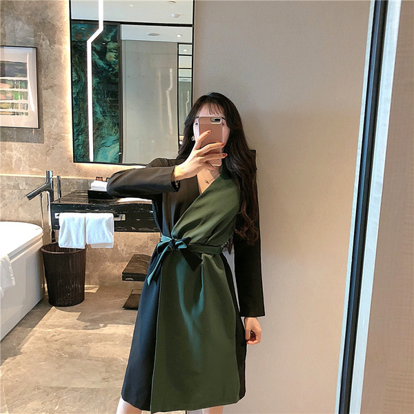 Тънко пролетно-есенно палто с връзки на талията