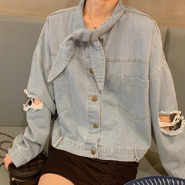 Γυναικείο κομψό τζιν μπουφάν με σκισμένα μοτίβα