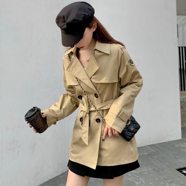 Дамско актуално палто в бежов цвят