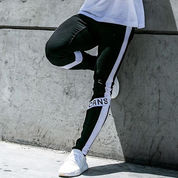 Спортно мъжко долнище с бял кант и надпис в три цвята