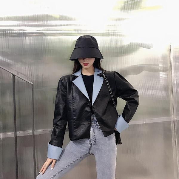 Casual γυναικείο μπουφάν από οικολογικό δέρμα σε μαύρο και καφέ χρώμα