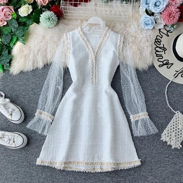 Стилна дамска рокля с шпиц деколте и тюл в два цвята