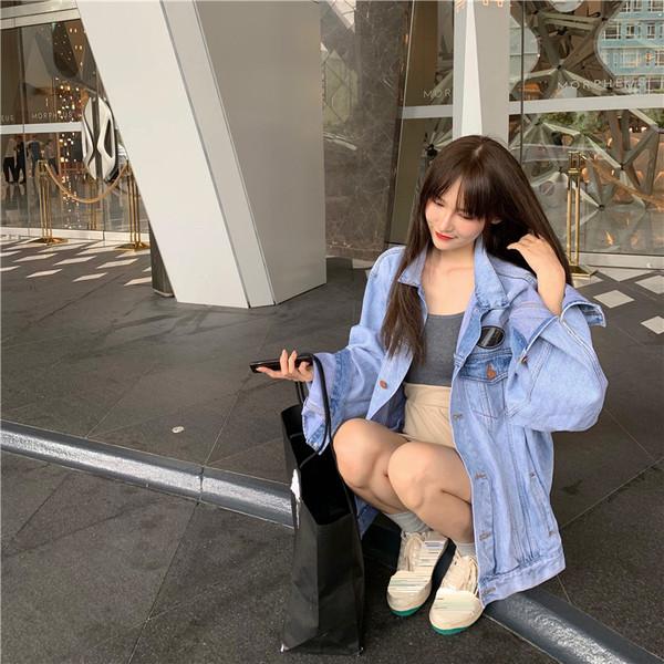 Μοντέρνογυναικέιο τζιν μπουφάν - φαρδύ μοντέλο σε δύο χρώματα
