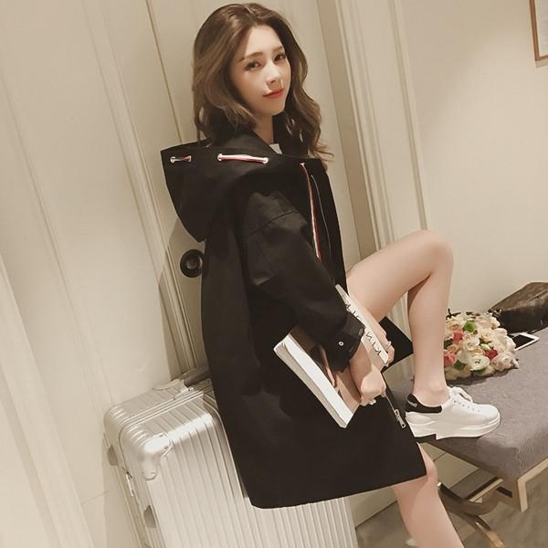 Αθλητικό casual γυναικείο μπουφάν με κουκούλα σε μαύρο χρώμα