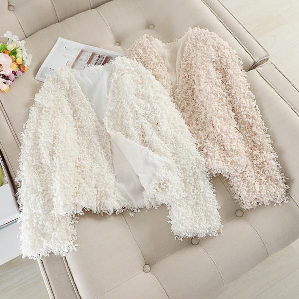 Модерно дамско палто с дълъг ръкав в бял и бежов цвят