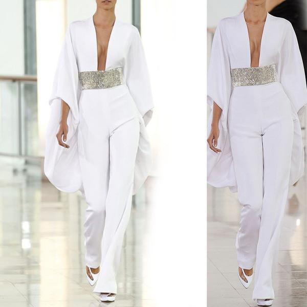 Μοντέρνα γυναικεία μακρύ ολόσωμη φόρμα  με βαθύ λαιμόκοψη σε λευκό χρώμα