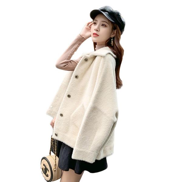 Модерно дамско палто в светъл цвят с джобове