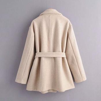 Късо дамско палто с колан и джобове в бежов цвят