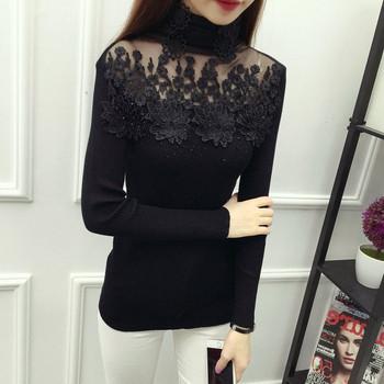 Стилна дамска вталена блуза с яка от тюл и елементи от дантела