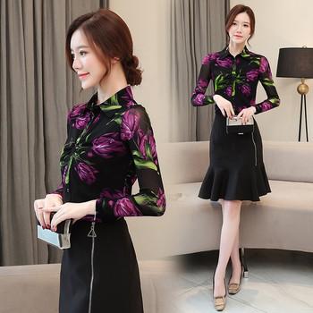 Модерна дамска риза в черен цвят с флорални мотиви и класическа яка