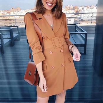 Модерно дамско палто с колан в кафяв цвят