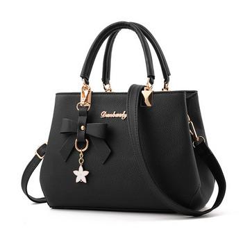 Дамска чанта с панделка и висулка в седем цвята