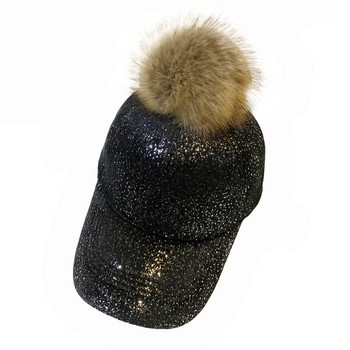 Модерна дамска шапка с лъскав ефект и пух в няколко цвята