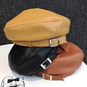 Модерна дамска шапка от еко кожа с метална катарама в няколко цвята
